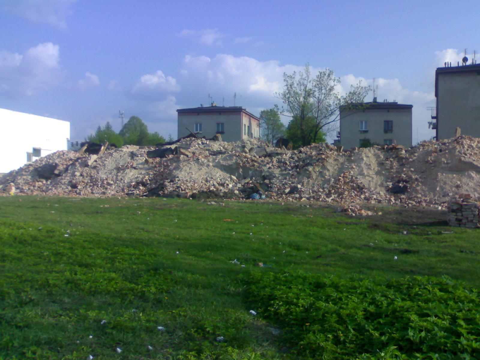"""Zburzona """"Szara kamienica"""" - V 2008"""